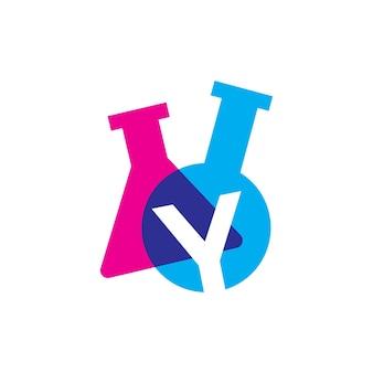 Ilustração do ícone do vetor do logotipo do copo de vidro de laboratório letra y