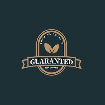 Ilustração em crachá ou emblema de produto de natureza de folha de qualidade garantida vetor premium 100 por cento
