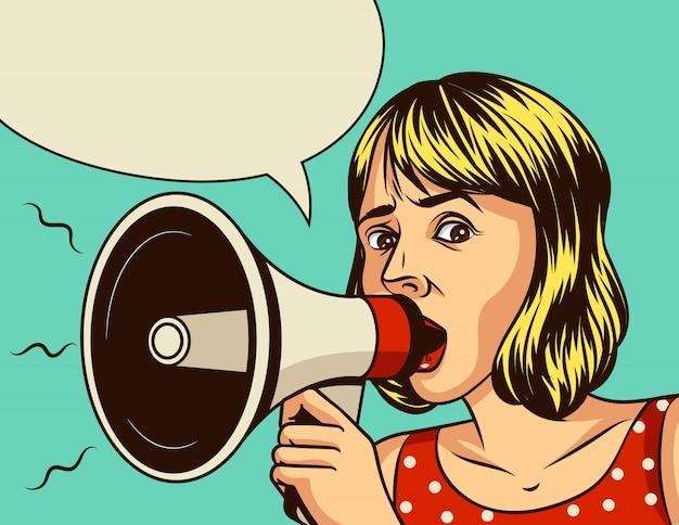 Ilustração em quadrinhos estilo pop art de uma linda garota segurando um alto-falante. o poster vintage do rosto de uma expressão emocional de mulher com um megafone sobre um fundo azul.