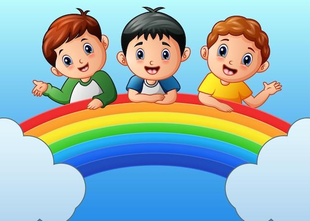 Ilustração em vetor de crianças felizes dos desenhos animados no arco-íris