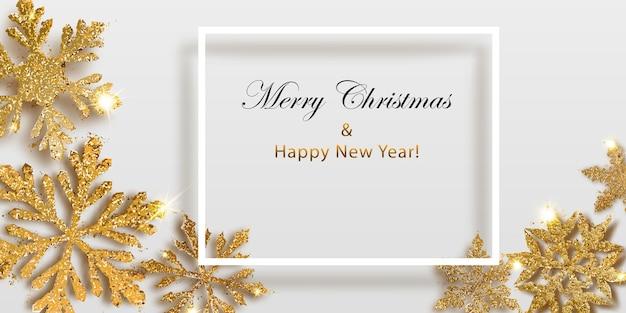 Ilustração em vetor de lindos flocos de neve de natal complexos e brilhantes feitos de brilhos em cores douradas e moldura branca com sombra e inscrição em fundo claro