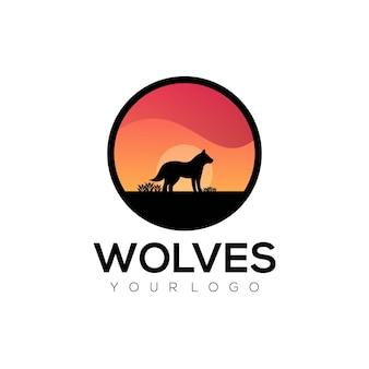 Ilustração em vetor logotipo gradiente de lobo colorido