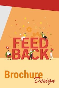 Ilustração em vetor plana gerenciamento de feedback do cliente. desenhos animados felizes minúsculos votando e dando avaliação ao serviço da empresa. crm, conselhos e conceito de avaliação