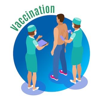 Ilustração isométrica de vacinação com caracteres humanos de atendentes médicos dando espetada ao paciente do sexo masculino com texto