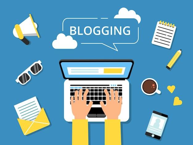 Imagens de conceito de blogging. mãos no laptop e várias ferramentas para escritores ao redor.