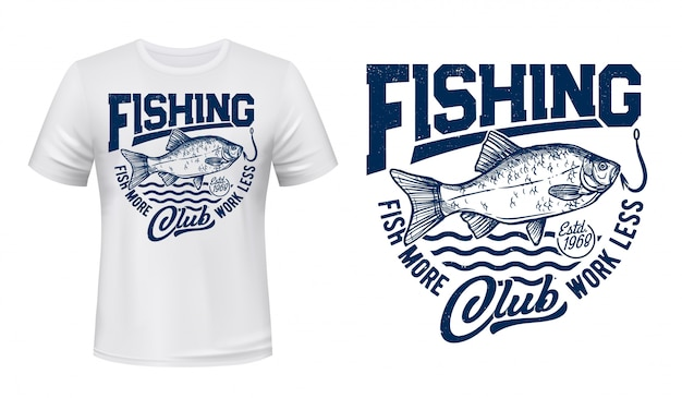 Impressão de t-shirt de peixes crucian, clube de pesca e ondas do mar, grunge azul. carpa crucian do rio no ícone do anzol, placa do fisher sport club, peixe grande pescar para imprimir uma camiseta