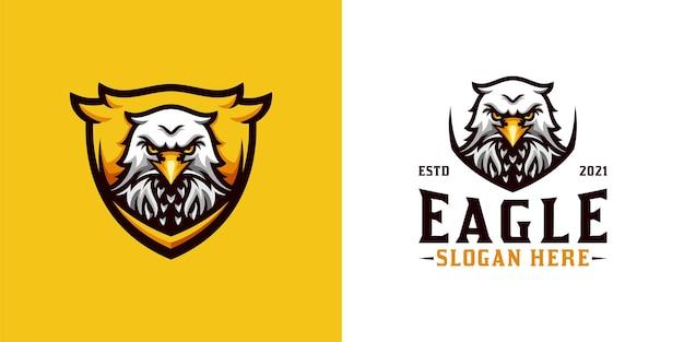 Impressionante logotipo do mascote da águia-cabeça com escudo