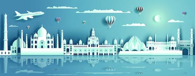 Índia com edifício antigo e moderno, com reflexo de água