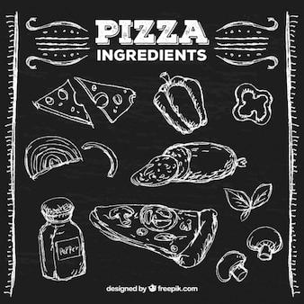 Ingredientes de pizza na placa