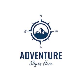 Inspiração de design de logotipo de aventura com elemento de bússola e montanha,