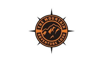 Inspiração de design de logotipo de aventura de montanha