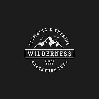 Inspiração de design de logotipo vintage montanha distintivo