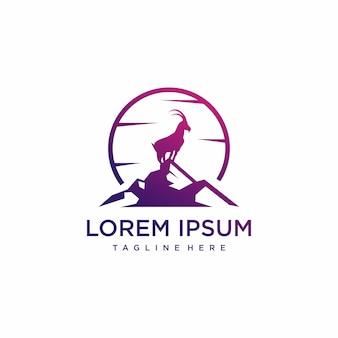Inspiração incrível de design de logotipo de cabra da montanha premium