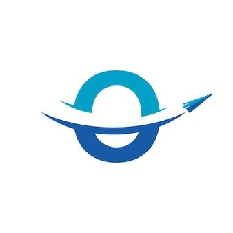 Inspiração para design de logotipo de viagem de avião de papel letra o