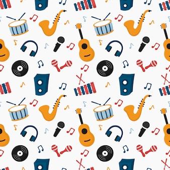 Instrumentos musicais de padrão sem emenda isolados no fundo branco.