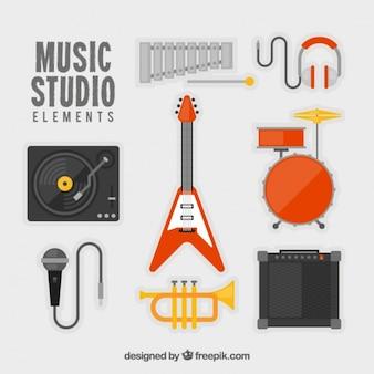 Instrumentos musicais e elementos do estúdio da música embalar