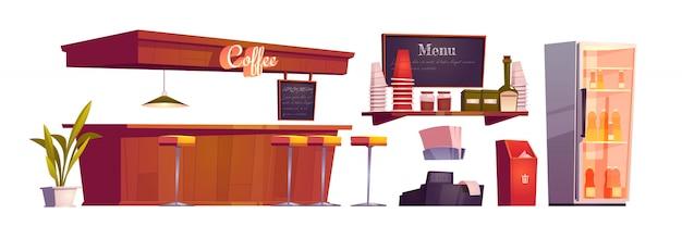 Interior da cafeteria com balcão de madeira, bancos e garrafas na geladeira