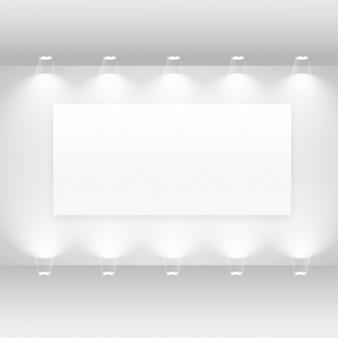 Interior da galeria com frame vazio e luzes