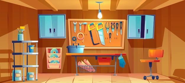 Interior da garagem com instrumentos para trabalhos de reparação
