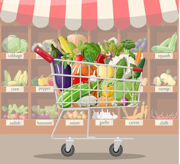 Interior da loja de supermercado com legumes no carrinho de compras. grande centro comercial. loja interna dentro. balcão de checkout, mercearia, bebidas, alimentos, laticínios. ilustração vetorial em estilo simples