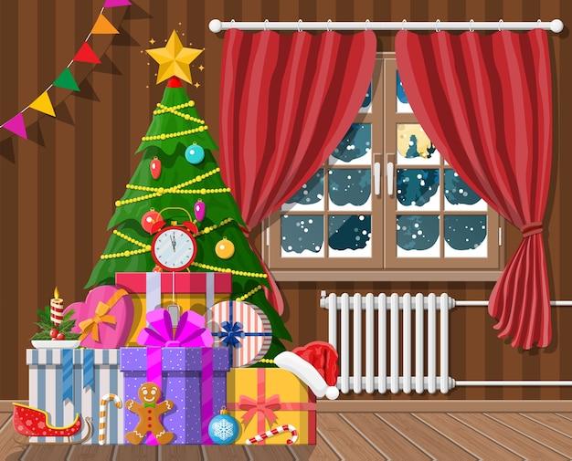 Interior da sala com árvore de natal e presentes