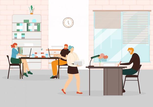 Interior de espaço de coworking com empregados e chefe.