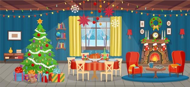 Interior de natal com lareira, árvore de natal, janela, poltronas, estante, mesa e mesa de férias com comida.