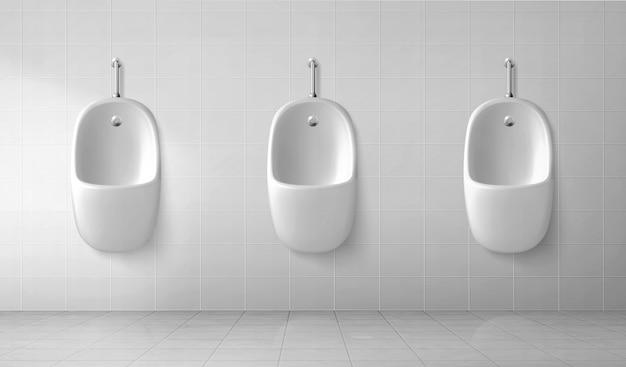 Interior do banheiro masculino com fileira de mictórios brancos
