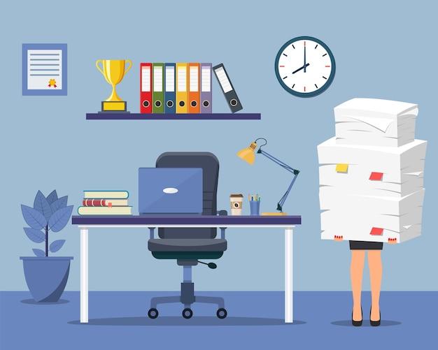 Interior do escritório com computador