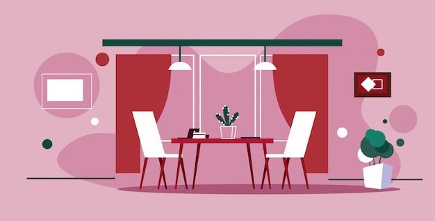Interior do escritório moderno criativo co-trabalhando mesa de trabalho com cadeiras vazias sem pessoas armário esboço parede rosa doodle