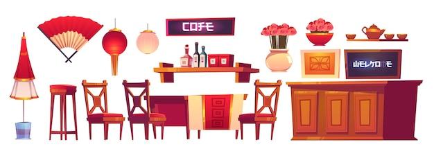 Interior do restaurante chinês com balcão, cadeiras e mesa de madeira.