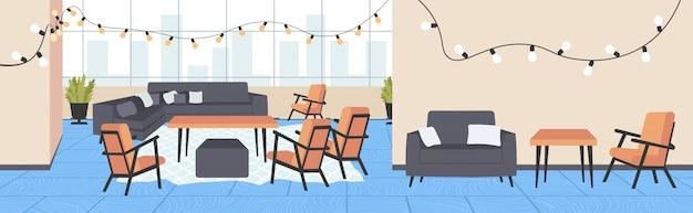 Interior moderno café vazio restaurante sem pessoas com móveis e decoração de natal luzes horizontais