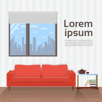 Interior moderno da sala de visitas com o sofá vermelho sob o projeto minimalista da janela grande