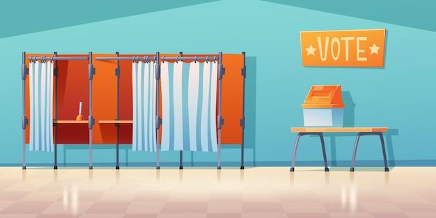 Interior vazio da assembleia de voto, cabinas de votação separadas com cortinas fechadas e abertas e caneta na secretária.