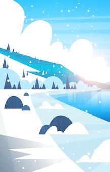 Inverno paisagem congelada rio e montanha colinas caindo neve