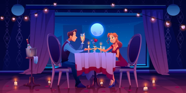 Jantar romântico encontro de casal, homem segurando a mão de uma mulher sentada na mesa servida no quarto escuro na janela com vista para a lua na noite