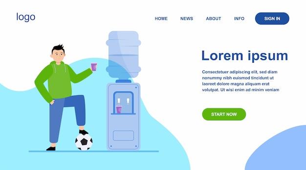 Jogador de futebol bebendo água no refrigerador