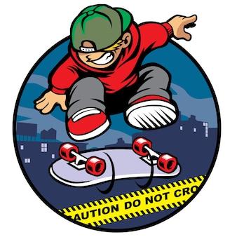 Jogador de patinagem que faz kickflip pela linha policial