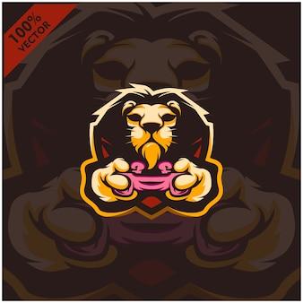 Jogador segurando o console de jogos joystick. design de logotipo mascote para a equipe esport.