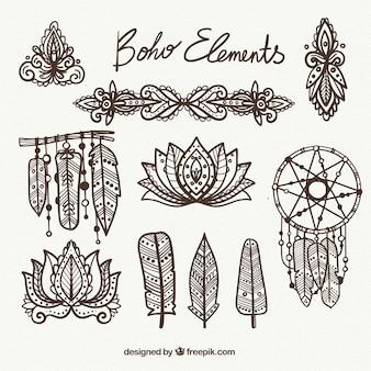 Jogo de artigos étnicos decorativos no estilo desenhado mão