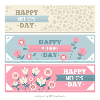 Jogo de bandeiras do dia três da mãe com decoração floral e corações