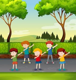 Jogo, de, crianças, dabbing, parque