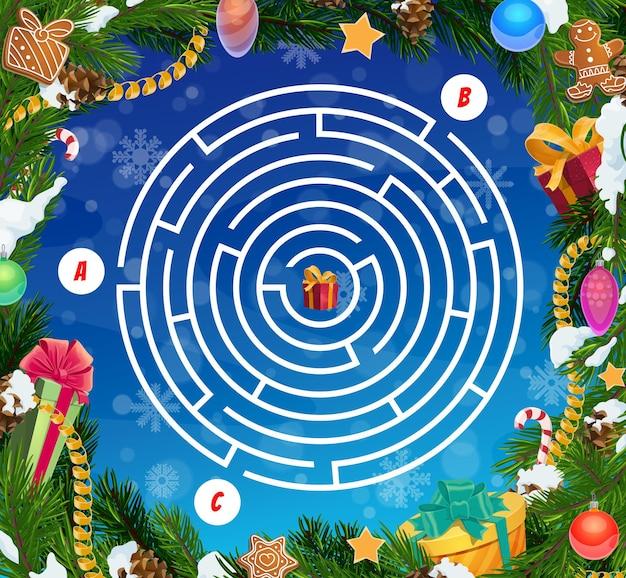 Jogo de labirinto infantil, labirinto de natal com enfeites