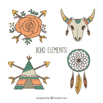 Jogo de quatro ornamento étnicos no estilo desenhado mão