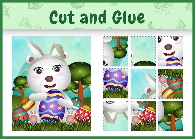 Jogo de tabuleiro infantil recortar e colar temático da páscoa com um lindo urso polar usando tiaras com orelhas de coelho abraçando ovos