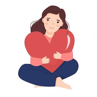 Jovem abraçando a forma do coração grande