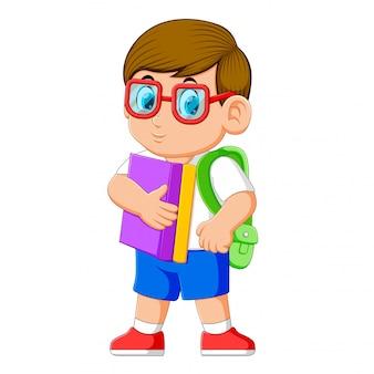 Jovem adolescente com mochila escolar e livros