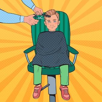 Jovem art pop cortando o cabelo Vetor Premium