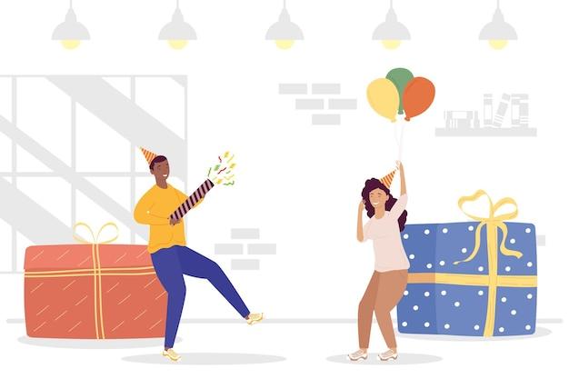 Jovem casal celebrando personagens de aniversário com presentes e balões de hélio.