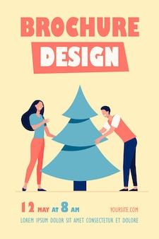 Jovem casal colocando modelo de panfleto de árvore de natal